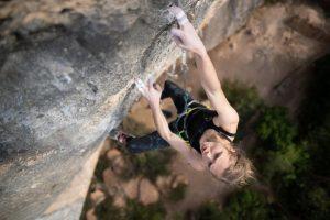 Eliska Adamovska en Pal norte' 8c+9a de Margalef @climberbehindlens
